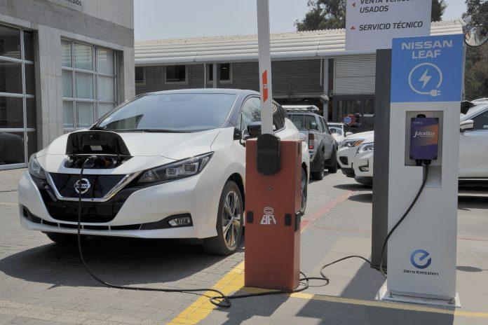 nissan-instala-red-de-carga-para-autos-electricos-en-todos-sus-distribuidores-de-santiago