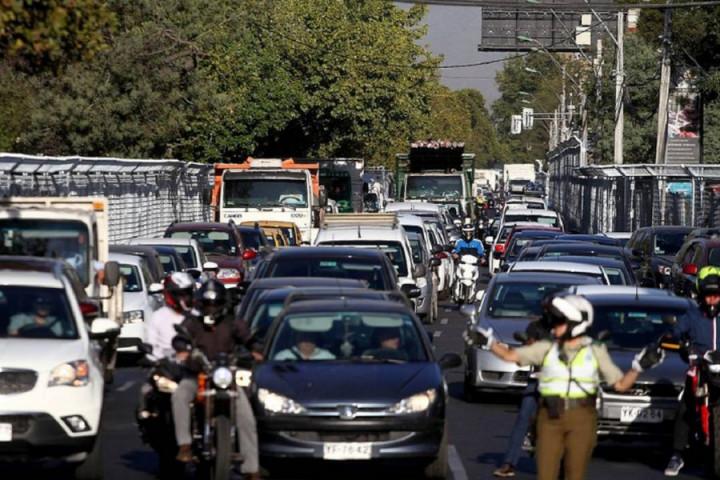 restriccion-vehicular-excluira-a-autos-particulares-que-trasladen-a-funcionarios-de-la-salud-en-rm
